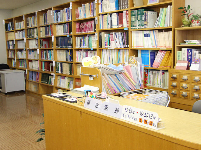 図書室カウンター