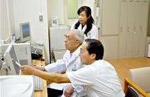 かかりつけ医と病院医の写真